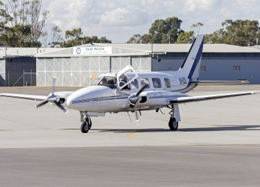 Air_Freight_Solutions_(VH-OZG)_Piper_PA-31-350_Navajo_Chieftain_taxiing_at_Wagga_Wagga_Airport